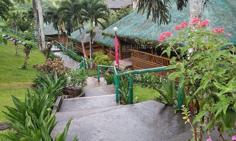 HOTEL OYSTER FOREST LIFE RESORT, TAGAYTAY CITY: Tagaytay City Hotel